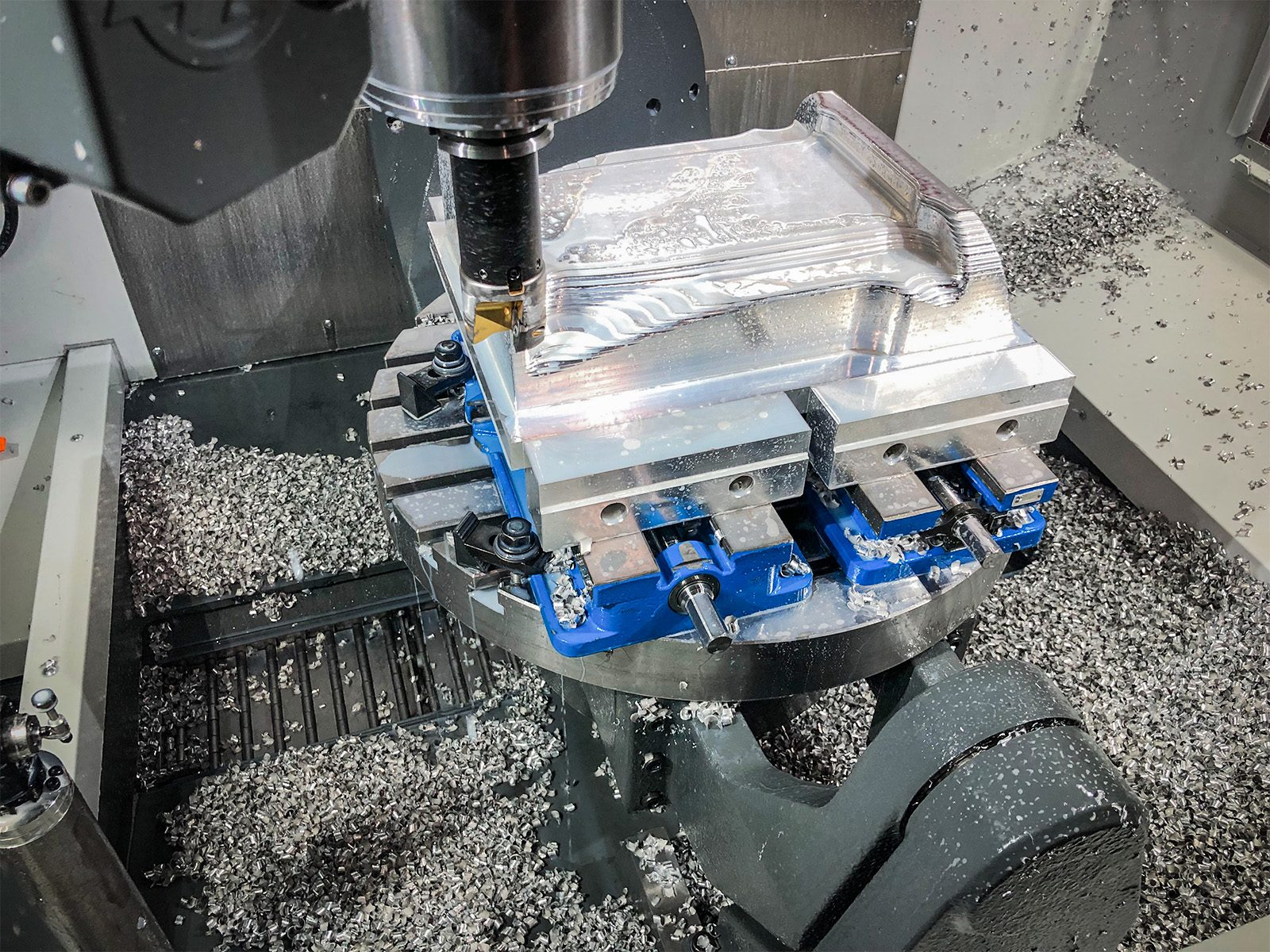 UMC-1000 | 5-Axis Mill | 40-Taper | Vertical Mills – Haas
